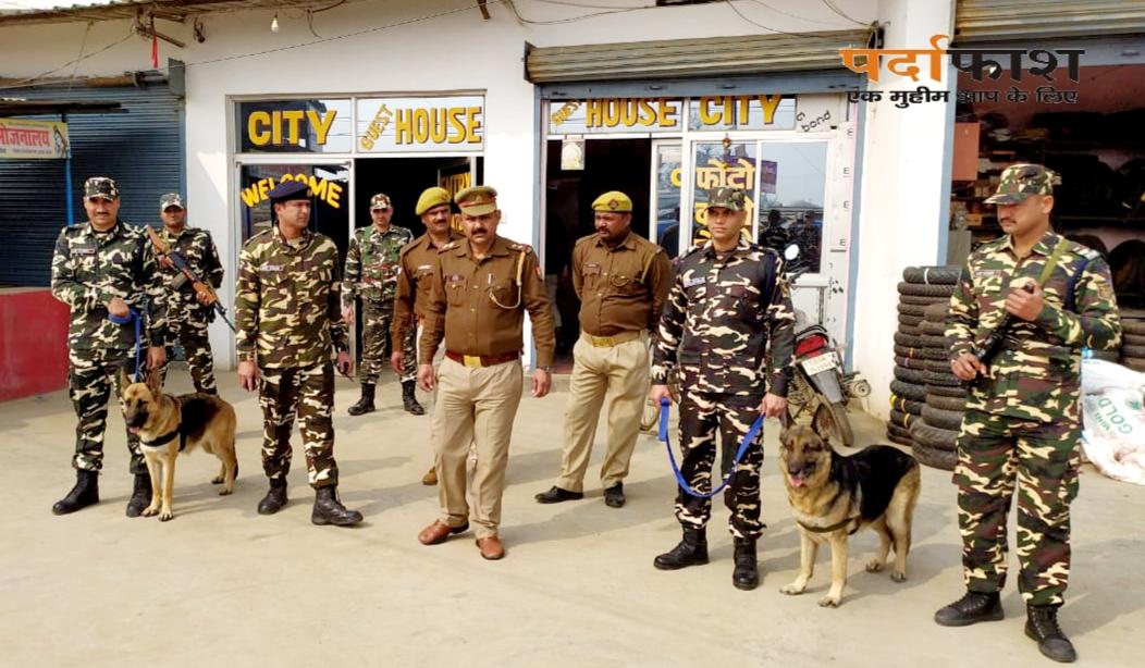 गणतंत्र दिवस पर सोनौली में एसएसबी पुलिस का सार्वजनिक स्थानों की सघनता से जांच