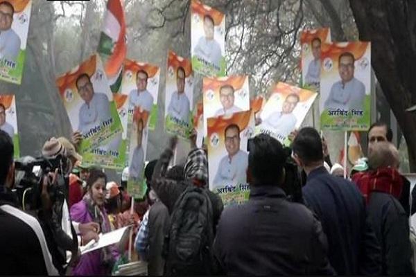दिल्ली विधानसभा चुनाव: लिस्ट फाइनल होने से पहले ही कांग्रेस में विरोध शुरू, सोनिया के घर के बाहर प्रदर्शन