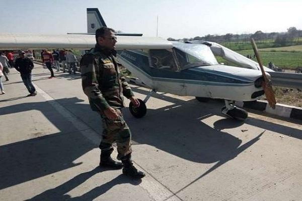 ईस्टर्न पेरिफेरल एक्सप्रेस-वे पर चार्टर्ड विमान की इमरजेंसी लैंडिंग, हड़कंप