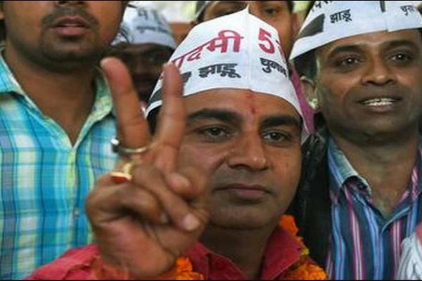 दिल्ली चुनाव: AAP MLA ने लगाया डिप्टी CM सिसोदिया पर 10 करोड़ में टिकट बेंचने का आरोप