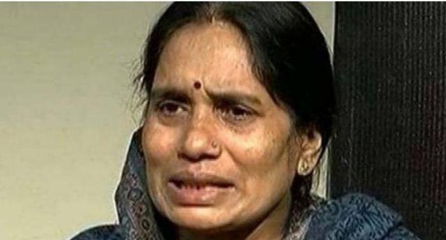 भाजपा और आप पर भड़की निर्भया की मां, कहा-मेरी बच्ची की मौत पर राजनीति हो रही है वह ठीक नहीं है