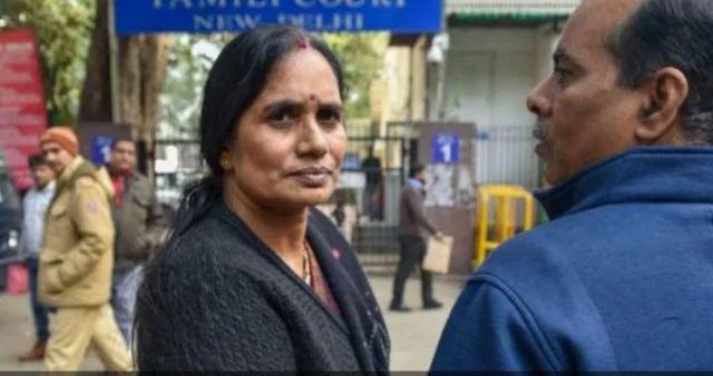 इंदिरा जयसिंह ने दोषियों को माफ करने की दी सलाह, निर्भया की मां बोलीं-ऐसे ही लोगों की वजह से बच जाते हैं बलात्कारी