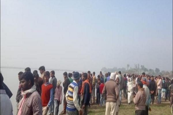 गोंडा में 40 यात्रियों को लेकर जा रही नाव डूबी, दर्जनभर लोग लापता, एक शव बरामद