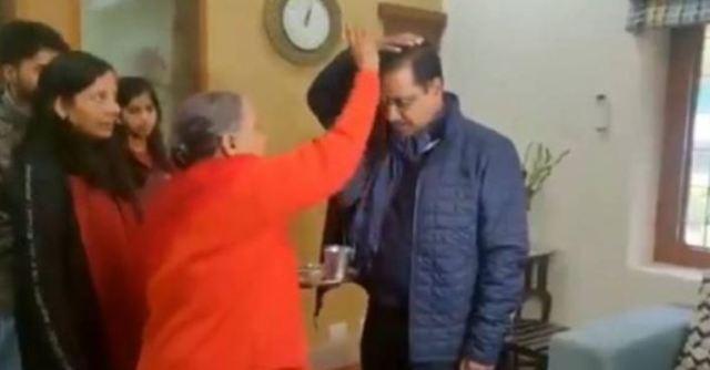दिल्ली विधानसभा चुनाव: मां से जीत का आशीर्वाद लेकर घर से निकले अरविंद केजरीवाल, रोड शो शुरू