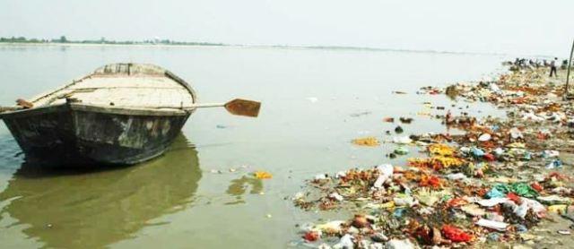 रिसर्च : गंगा के किनारे रहने वालों में बढ़ा गंभीर बीमारियों का खतरा, सरकार दावों में मसगूल