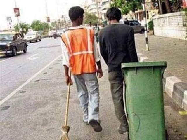 सोनौली:सफाई कार्य मे बाधा व दुर्व्यवहार के आरोप में मुकदमा दर्ज की मांग