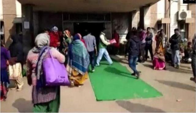 कोटा मे बच्चों की मौत पर घिरी गहलोत सरकार, अस्पताल पहुंचे मंत्री का कारपेट बिछाकर हुआ स्वागत