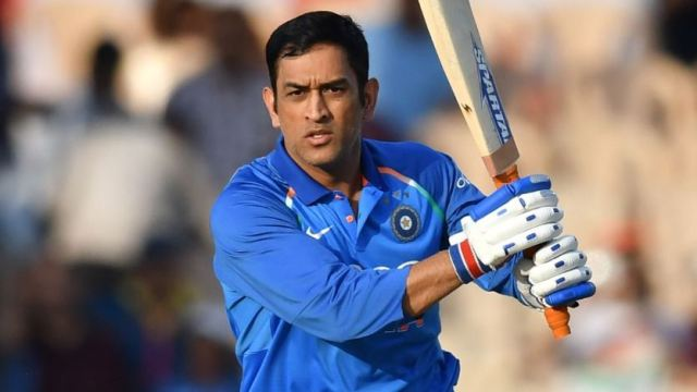 भारतीय क्रिकेट टीम के पूर्व कप्तान महेन्द्र सिंह धोनी ने बदला अपना लुक, देखने वाले बोले…