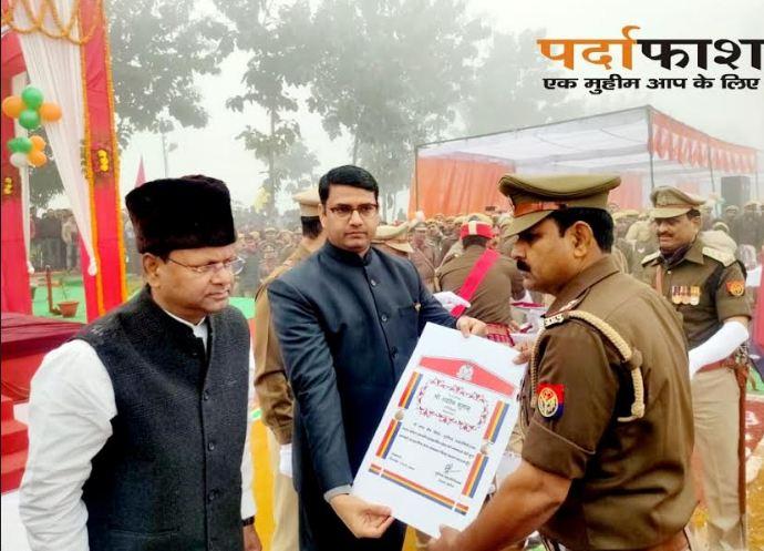 सोनौली चौकी प्रभारी अशोक कुमार सराहनीय सेवा सम्मान चिन्ह से सम्मानित