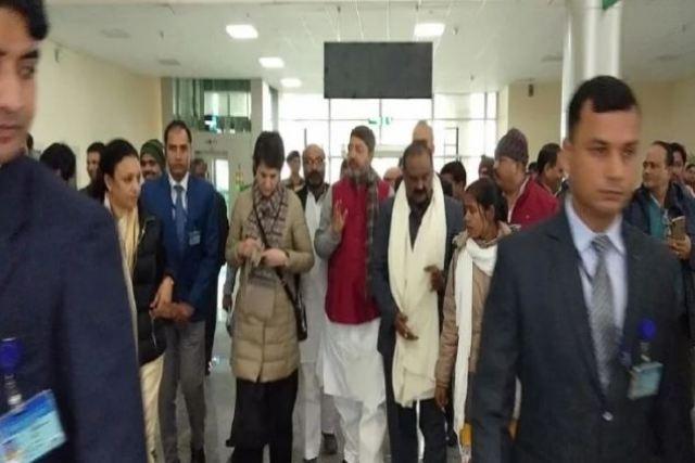 वाराणसी पहुंची प्रियंका गांधी, कार्यकर्ताओं ने किया जोरदार स्वागत, CAA प्रदर्शन में गिरफ्तार लोगों से करेंगी मुलाकात