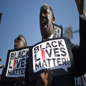 अमेरिका से फिर आई अश्वेत बच्चे से भेदभाव की खबर, श्वेत हेडमास्टर ने छात्र को माफी मांगने के लिए घुटनों के बल बैठाया