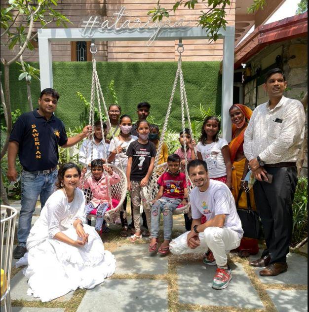Akanksha Singh ने जयपुर में NGO के बच्चों की उपस्थिति में खोला Cafe