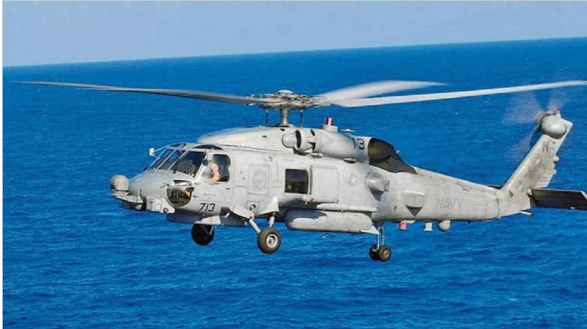 अमेरिका ने भारतीय नौसेना को सौंपे 2 MH-60R हेलीकॉप्टर, समुद्र में बढ़ी देश की ताकत