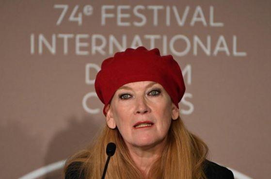कान फिल्मोत्सव में 'काउ' बनी चर्चा का विषय,ऑस्कर पुरस्कार विजेता एंड्रिया अर्नोल्ड ने किया इसका निर्देशन