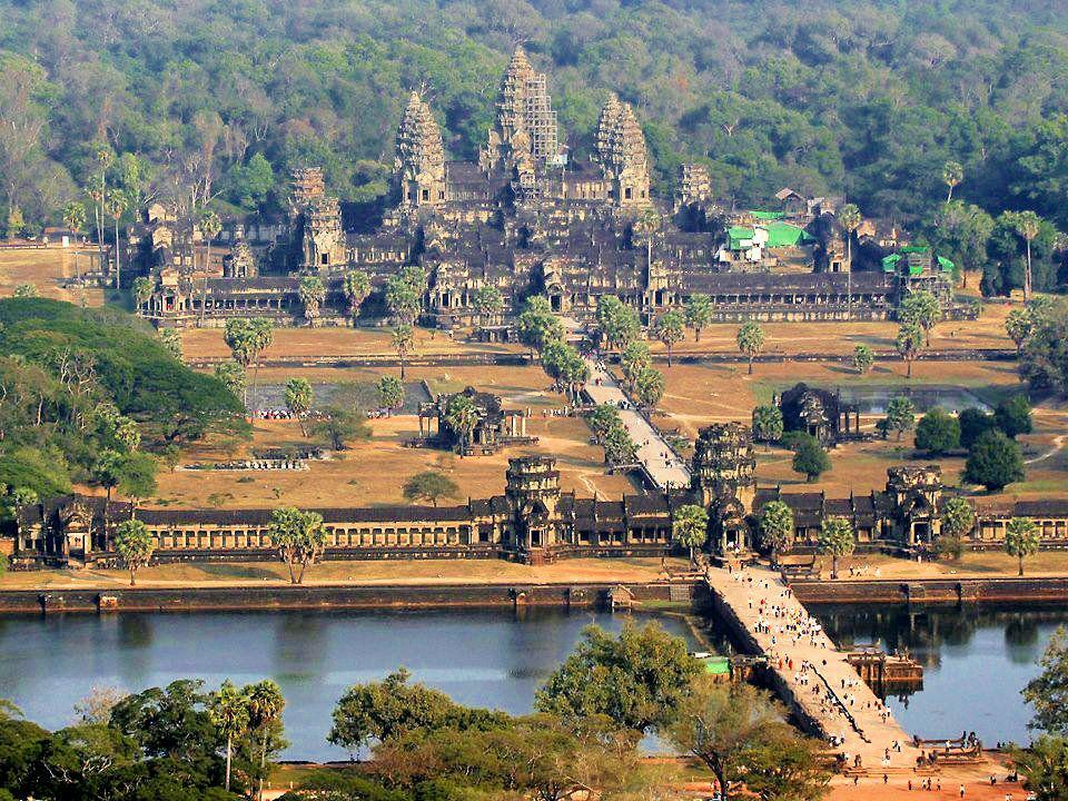 दुनिया का सबसे बड़ा मंदिर भारत में नहीं बल्कि इस देश में है स्थित, इतिहास जान रह जाएंगे दंग