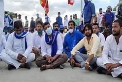 आजमगढ़ : दलितों के घरों में तोड़फोड़ मामले में सियासत तेज, पुलिस आरोपियों की संपत्ति कुर्की की तैयारी