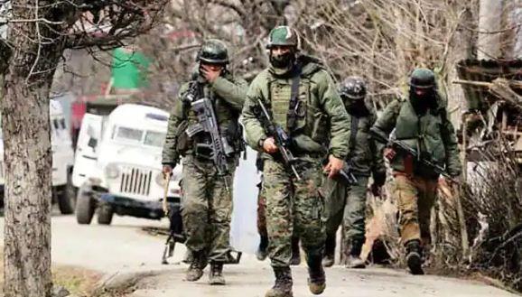 जम्मू-कश्मीर: पुलवामा में सुरक्षा बल और आतंकियों में मुठभेड़, एक जवान शहीद, एक आतंकवादी मारा गया