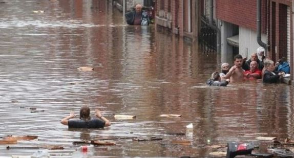 जर्मनी में भारी बारिश के कारण बाढ़ से भयानक तबाही, हजारों लोग लापता