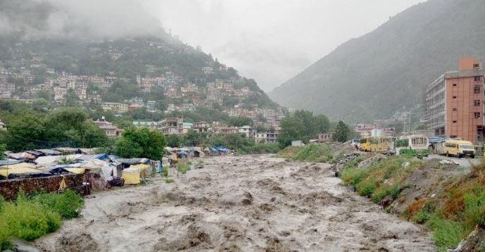 हिमाचल: भारी बारिश से तबाही, कांगड़ा-कुल्लू-धर्मशाला में 'यलो अलर्ट'