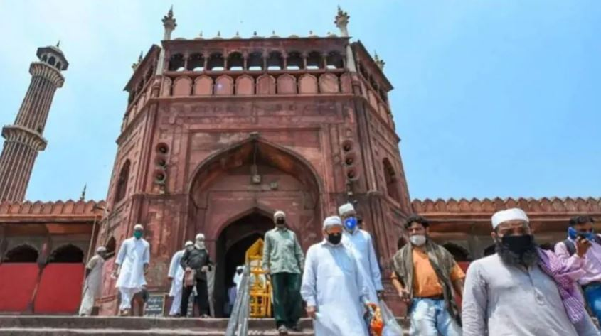 जामा मस्जिद में कोविड प्रोटोकॉल का पालन, तो वहीं कनॉट प्लेस हनुमान मंदिर में हुआ उल्लंघन : दिल्ली पुलिस