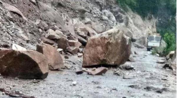 Maharashtra : महाड में चट्टान खिसकने से 36 लोगों की मौत, NDRF टीम मौके पर पहुंची