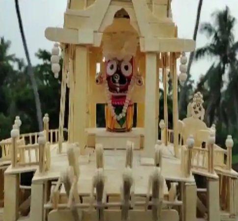 ओडिशा:आइसक्रीम स्टिक से कलाकार ने बनाया भगवान जगन्नाथ का रथ, लोगों का मन मोह रही है कलाकारी