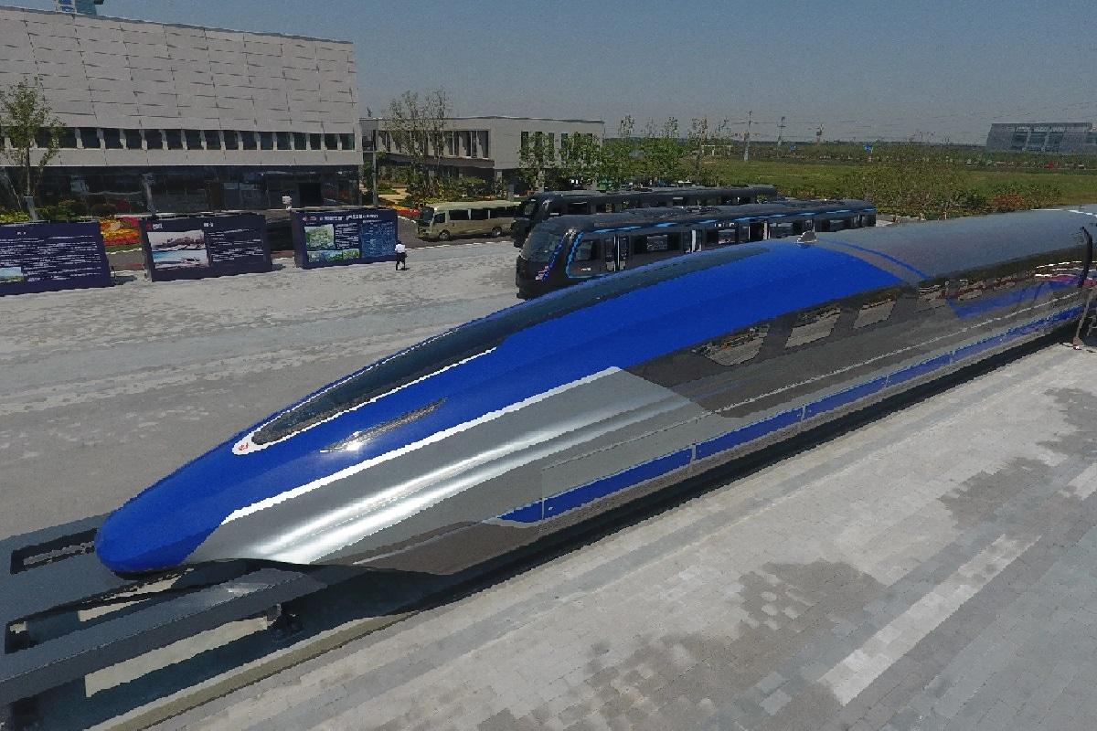 चीन ने नई मैग्लेव ट्रेन का अनावरण किया जो ट्रैक के ऊपर लेविटेट करती है, जिसकी गति 600 किमी प्रति घंटे है