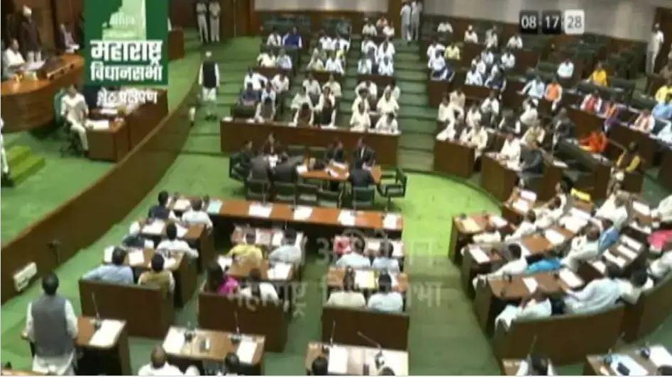 महाराष्ट्र विधानसभा में गाली-गलौज , बीजेपी के आरोपी 12 विधायकों स्पीकर ने किया सस्पेंड