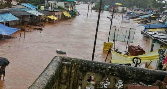 महाराष्ट्र: रत्नागिरी और रायगढ़ पानी ही पानी, CM उद्धव ठाकरे ने स्थिति का जायजा लेने के लिए बुलाई आपात बैठक
