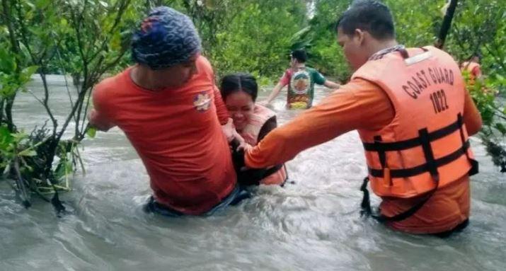 Philippines Flood: फिलिपींस में इंद्र देवता इतने नाराज हुए कि लोगों को सुरक्षित स्थान पर पहुंचाया गया