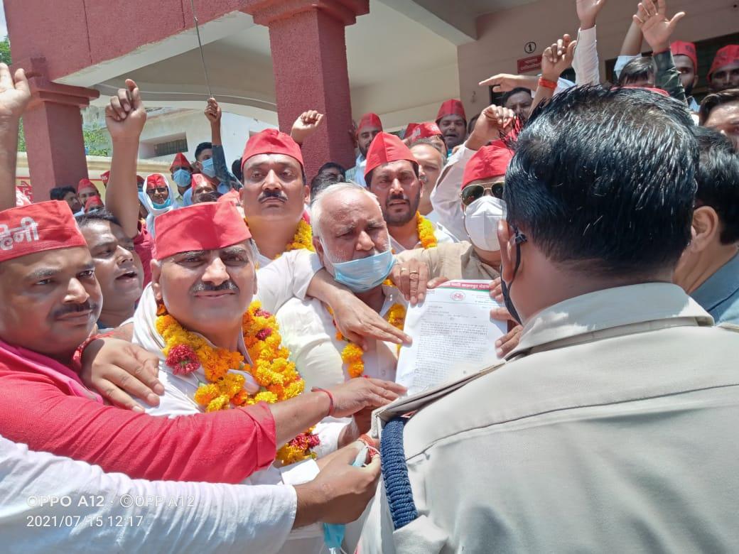 विधानसभा क्षेत्र भोगनीपुर प्रभारी के नेतृत्व में समाजवादी पार्टी कार्यकर्ताओं ने किया प्रदर्शन