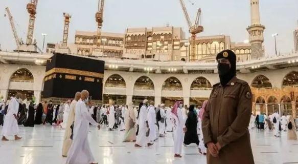 मक्का में हज यात्रा के दौरान महिला सैनिकों को सिक्योरिटी के लिए किया गया तैनात,पहली बार हुआ ऐसा