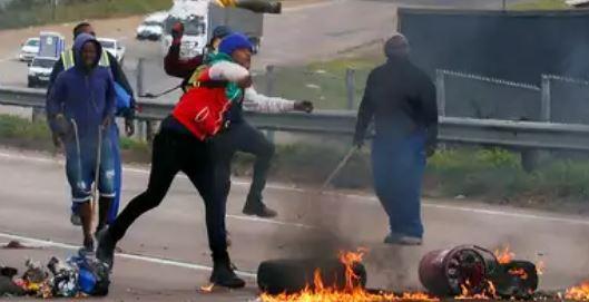 दक्षिण अफ्रीका में जमकर लूटपाट – हिंसा, अब तक 72 लोगों की मौत