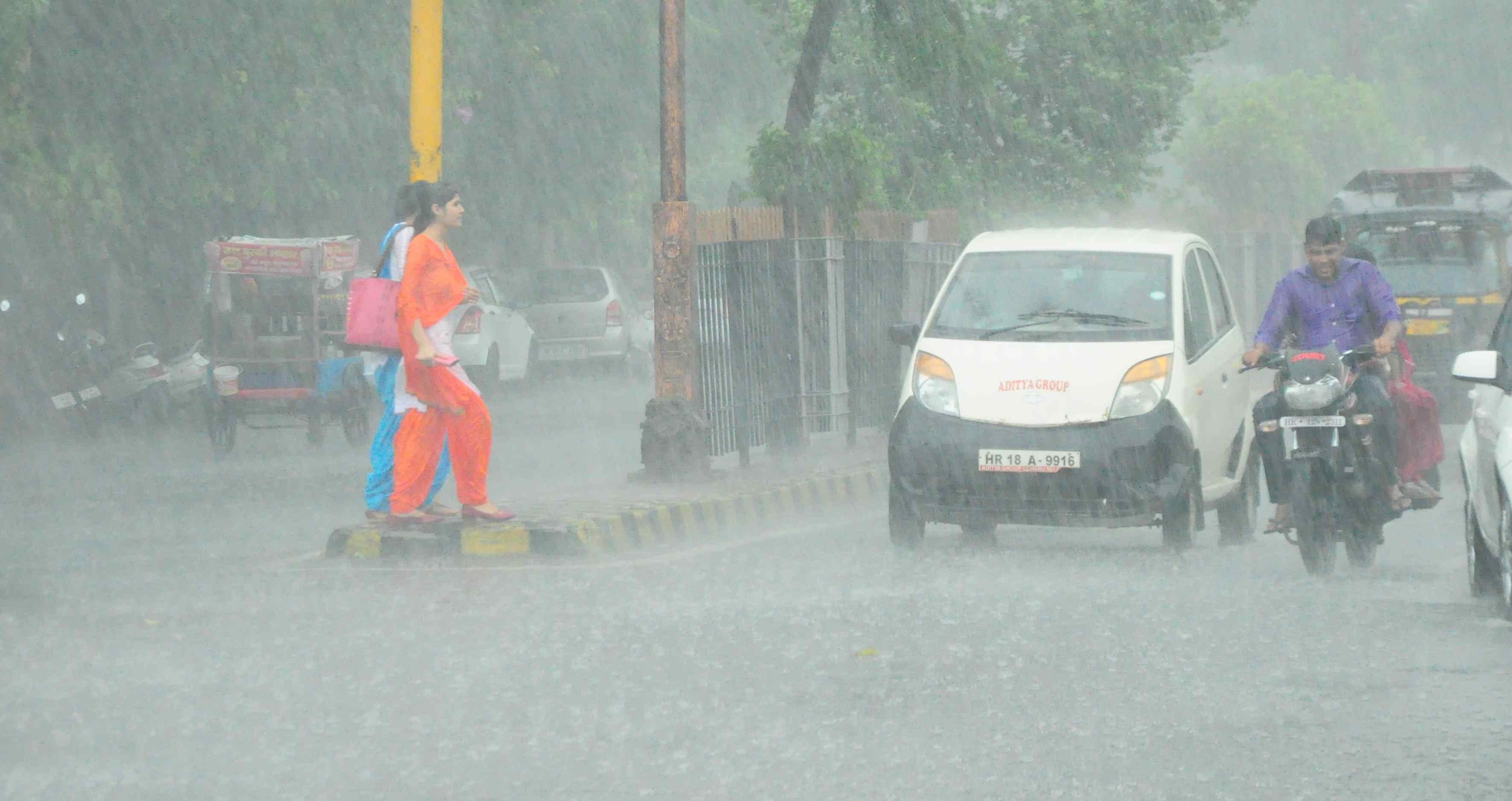 UP-MP के इन क्षेत्रों में भारी बारिश की चेतावनी, जारी हुआ येलो अलर्ट