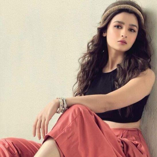 Alia Bhatt हॉलीवुड में काम करने को तैयार, कॉन्ट्रैक्ट किया साइन