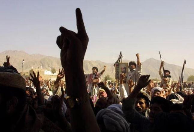 तालिबान के नए फरमान, महिलाएं पुरुषों के साथ बाज़ार मत जायें, पुरुष रखें दाढ़ी
