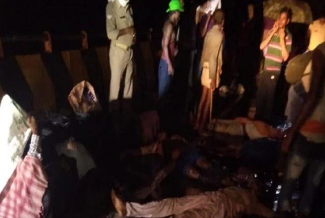 Road accident in Barabanki: सवारियों से भरी बस को ट्रक ने मारी टक्कर, 18 लोगों की मौत