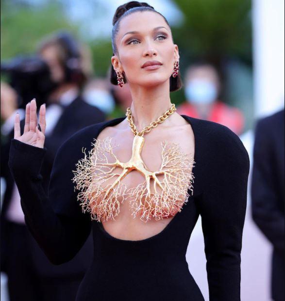 Cannes Film Festival 2021: सुपर मॉडल बेला हदीद के नेकलेस देख उड़े दर्शकों के होश