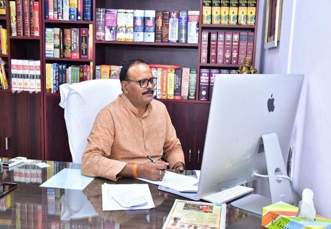 Brajesh Pathak Jeevan Parichay: कभी मायावती के करीबी थे ब्रजेश पाठक, अब योगी सरकार में हो गए खास