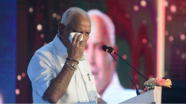 कर्नाटक के मुख्यमंत्री के इस्तीफे के बाद राज्य में हंगामा, विरोध में बंद कराये गये बाजार