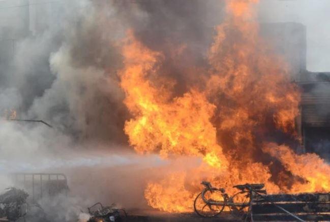 इराक : कोविड-19 अस्पताल में दर्दनाक हादसा ,आग लगने से 54 लोगों की मौत