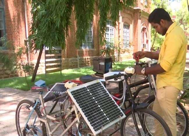 छात्र का कारनामा, बना डाली सूर्य की किरणों से चलने वाली इलेक्ट्रिक साइकिल