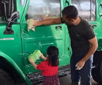 साक्षी ने शेयर किया एमएस धोनी की विंटेज कारों का कलेक्शन, आप भी देखें