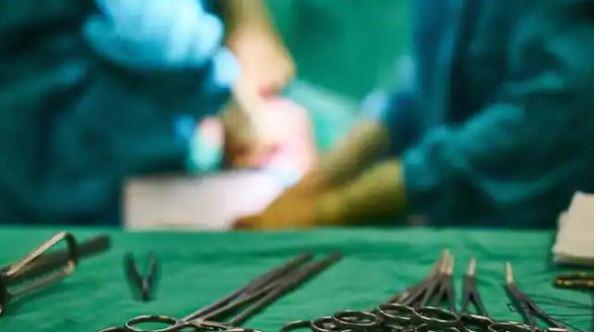 डॉक्टर ने की बड़ी लापरवाही, डिलीवरी के बाद बच्चेदानी में छोड़ी ये चीजें