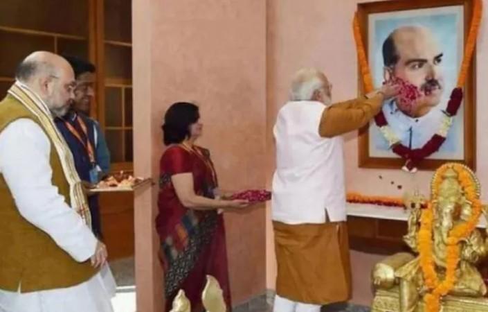पीएम मोदी सहित दिग्गजों ने पितृपुरुष श्यामा प्रसाद मुखर्जी की जयंती पर ट्वीट कर किया नमन