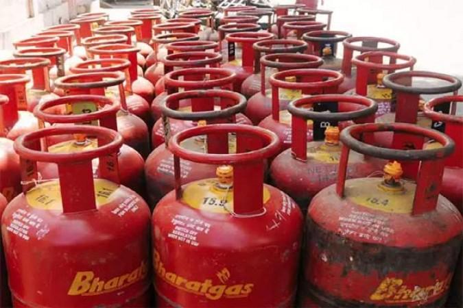 LPG Gas Cylinder में लगा महंगाई का तड़का, जानिए अपने शहर में गैस के रेट?