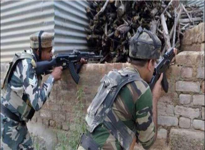 Kulgam Encounter: कुलगाम में सुरक्षाबलों-आतंकवादियों के बीच चल रही है मुठभेड़
