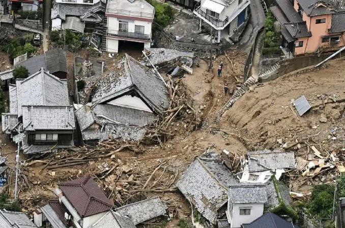 Japan: भारी बारिश से टोक्यो के पास अतामी शहर में भूस्खलन, कई मकान बहे, 19 लोग लापता