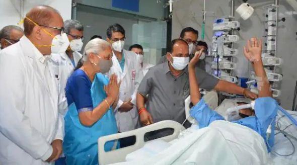 लखनऊ: कल्याण सिंह से मिलने एसजीपीजीआई पहुंची राज्यपाल, ऑक्सीजन सपोर्ट पर हैं पूर्व मुख्यमंत्री