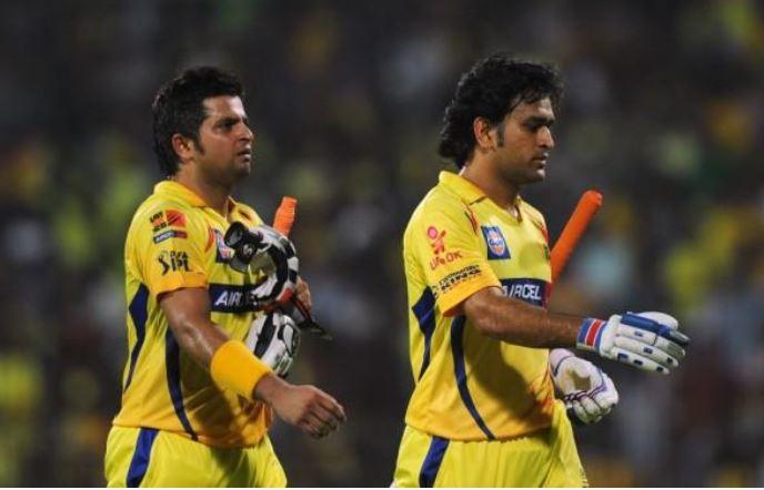 IPL 2021: सुरेश रैना ने कप्तान महेंद्र सिंह धोनी को किया कुछ भेंट, जानें क्या